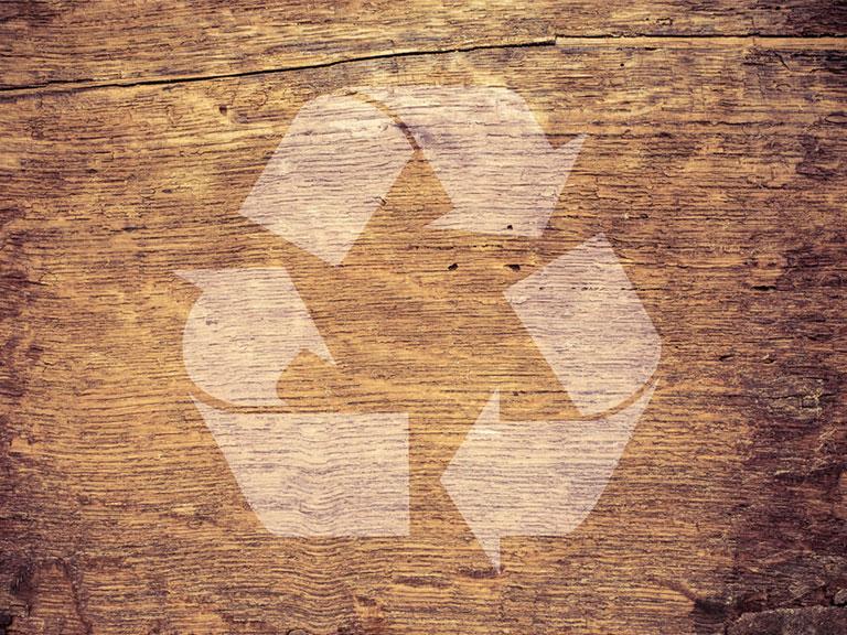 Wiederverwertung von Möbeln und Holzrecycling